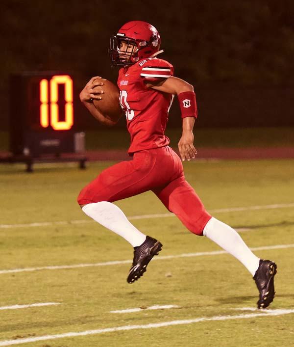 The Lunas' Laakea Shim runs for a second-quarter touchdown. -- The Maui News / MATTHEW THAYER photo