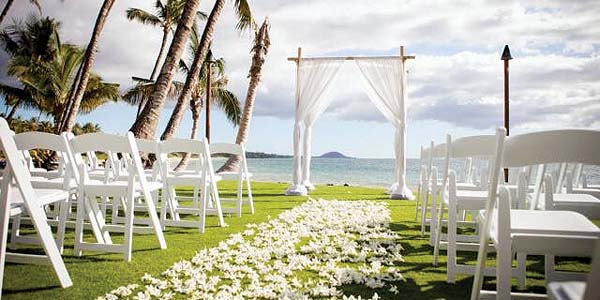 The oceanfront lawn provides a stellar location for receptions, weddings and business functions.