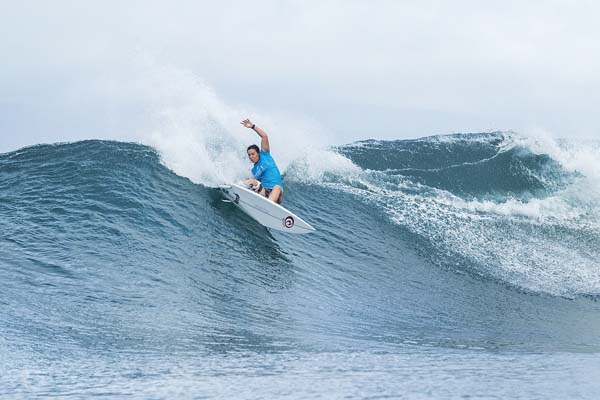 Tyler Wright competes during her semifinal loss to Gilmore. -- World Surf League / KELLY CESTARI photo