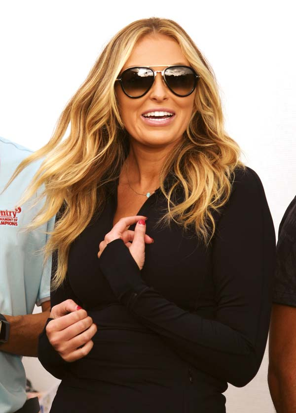 Paulina Gretzky waits for finace Dustin Johnson to leave the 18th green Sunday.