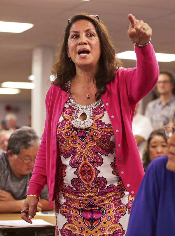Kula resident Cynthia Razo-Porter talks to state Department of Health officials during a public meeting Tuesday night at the Mayor Eddie Tam Memorial Center in Makawao.