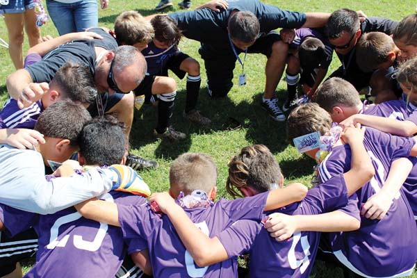 The Maui Cobras '07 boys team huddles after winning the championship. Jennifer Valenzuela photo