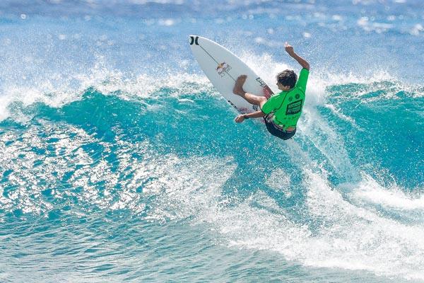 Hanneman makes quarterfinals at Air Tahiti Rangiroa Pro