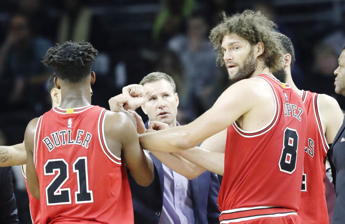 AP Photo  Chicago head coach Fred Hoiberg meets with his team this past week in Detroit.