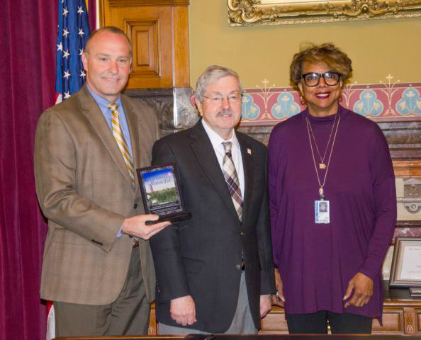 On March 13, Gov. Terry Branstad presented the 2017 Keep Iowa Beautiful Organizational Award of Excellence to the Fort Dodge's Pride In Community Appearance volunteers.  Rep. Helen Miller, D-Fort Dodge, and Sen. Tim Kraayenbrink, R-Fort Dodge, received the award for PICA.