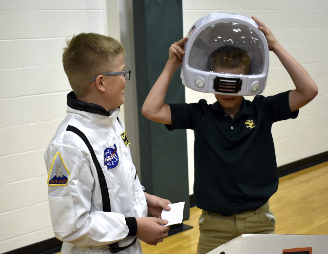 neil armstrong wax museum school - photo #36