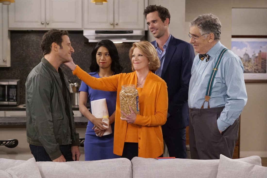 """This image released by CBS shows, from left, Mark Feuerstein, Liza Lapira, Linda Lavin, David Walton and Elliott Gould in a scene from the comedy series, """"9JKL,"""" premiering Oct. 2, on CBS. (Cliff Lipson/CBS via AP)"""