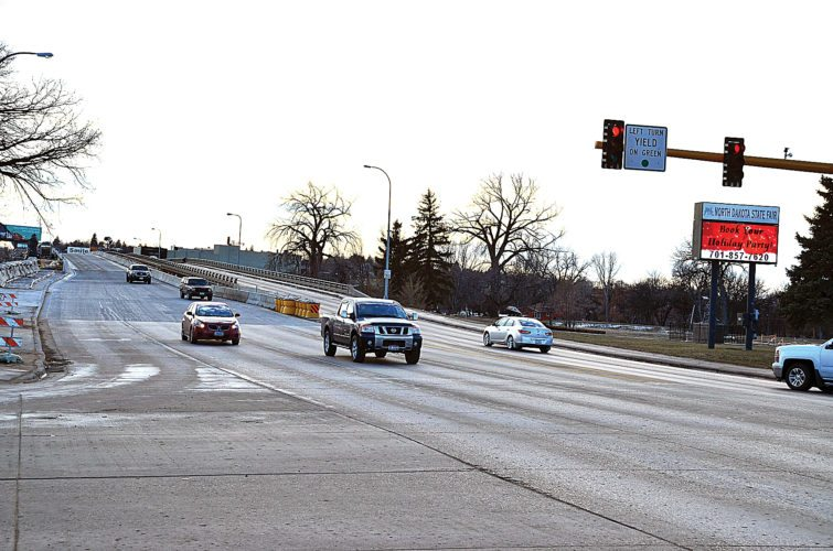 Eloise Ogden/MDN Drivers use the newly opened two northbound lanes of the Broadway Bridge on Thursday afternoon. Southbound traffic can travel on two lanes on the older west bridge.
