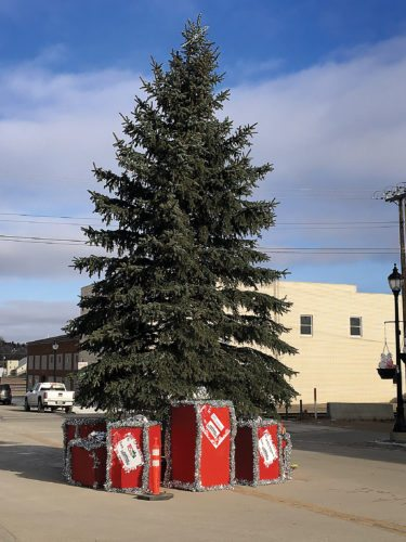 Photos by Shyanne Belzer/MDN Downtown Minot is decorated and ready for the annual Christmas Open House.  Many stores will feature discounts, Mr. and Mrs. Claus will visit, and, at 6 p.m., the Christmas tree will be lit.