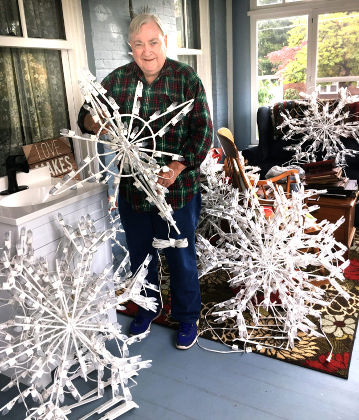 Volunteers add some sparkle to Salem\'s Christmas | News, Sports ...