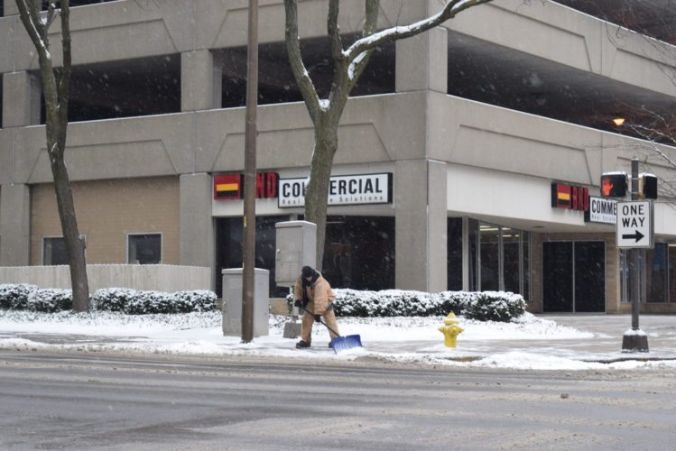The snow kept many in Fort Wayne busy shoveling Monday. (Photo by Lisa M. Esquivel Long of News-Sentinel.com)