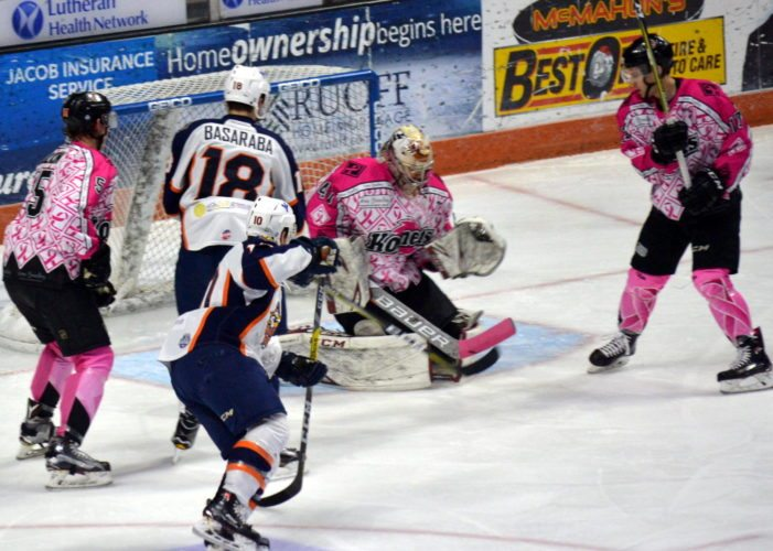 Komets goaltender Michael Houser — during the first period. (By Blake Sebring of News-Sentinel.com)