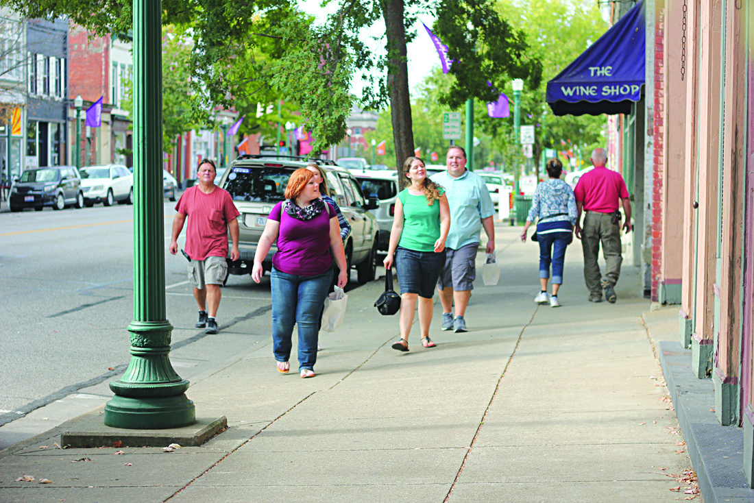 Photo by Janelle Patterson Shoppers flock to the sidewalks of Marietta's downtown business district Friday.