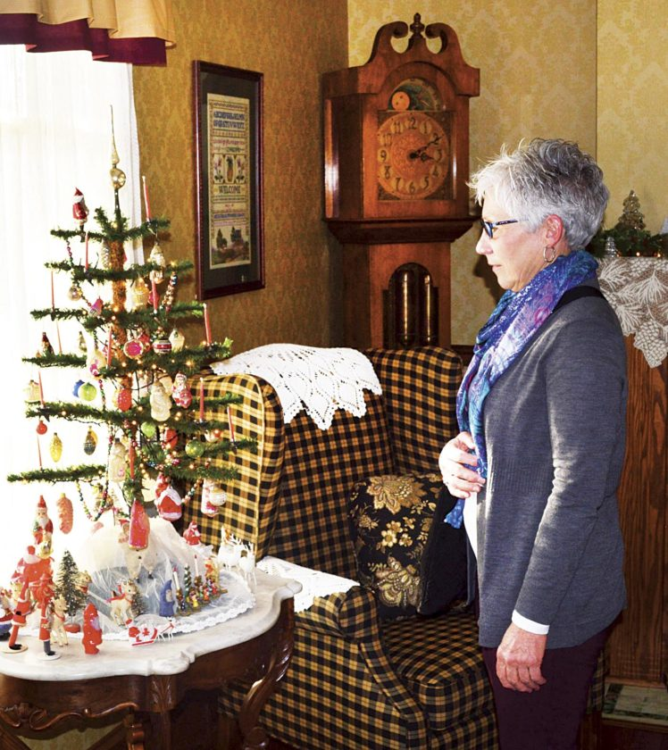 Living At Home Weihnachten lowell residents open homes for tour sports