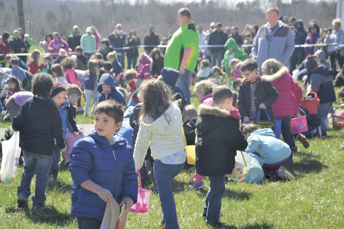 Hundreds come out for Fellowship Bible Church's Easter egg hunt