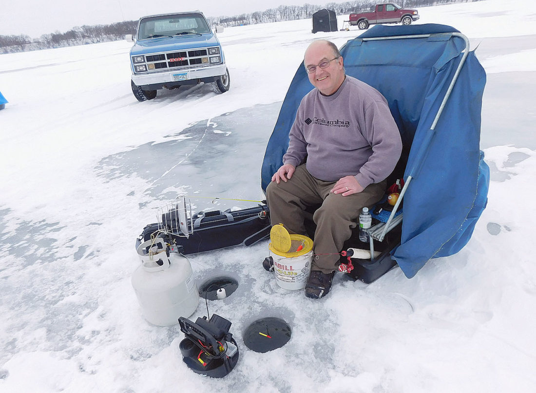Hitting the walleyes on lake hanska news sports jobs for Ice fishing tournaments mn 2017