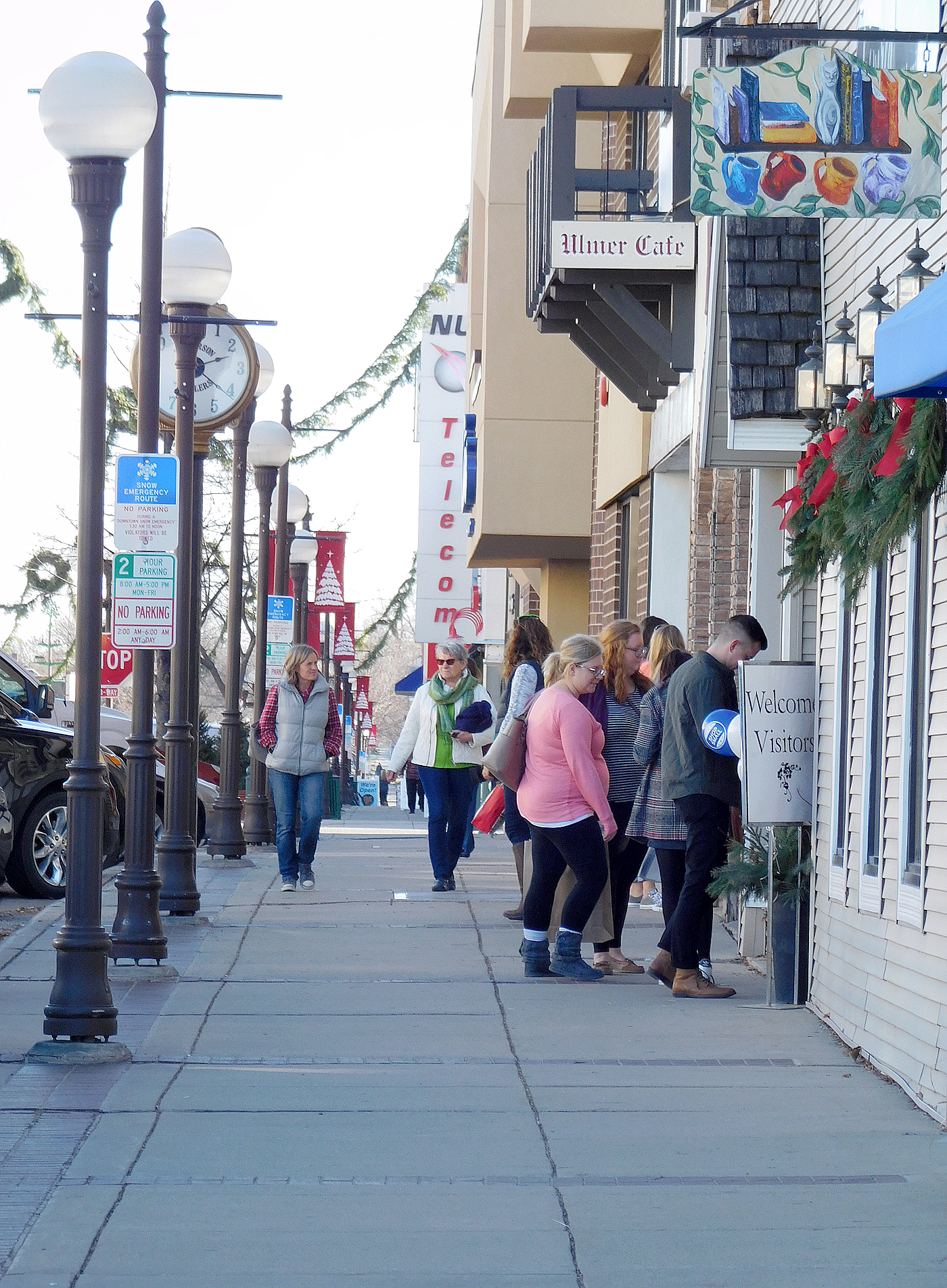 shoppers descend on downtown new ulm over weekend