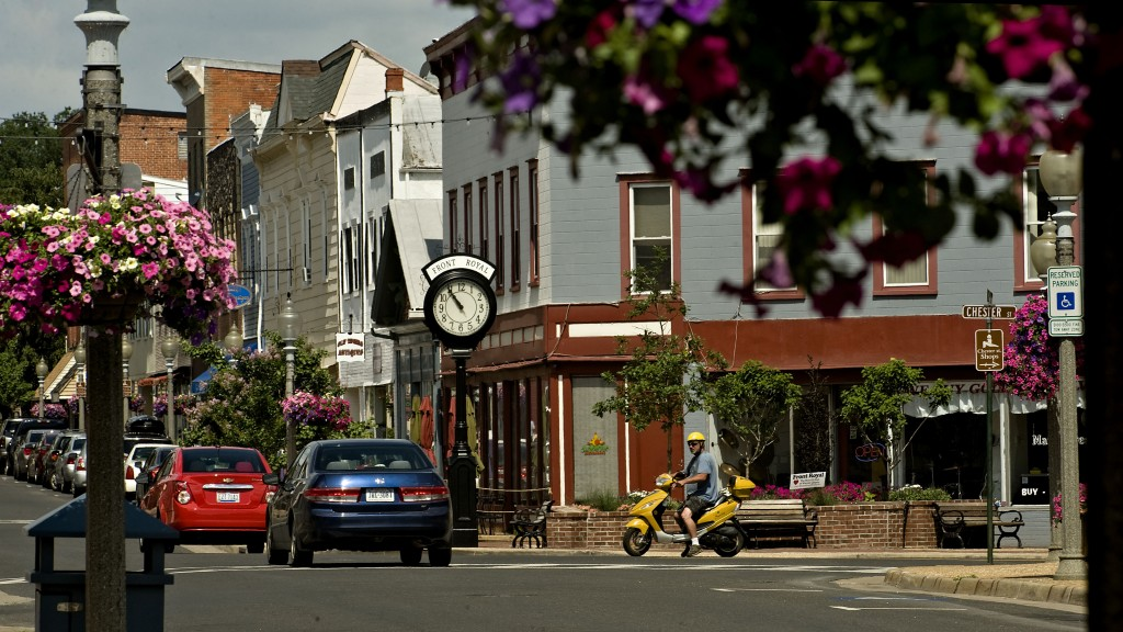 Traffic moves along East Main and Chester Streets in Front Royal.   Rich Cooley/Daily