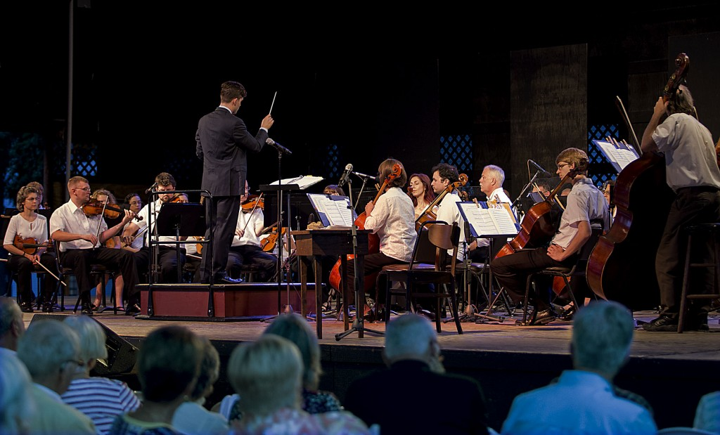 """Fairfax Symphony Orchestra Pops conductor Luke Frazier leads a commemoration of the 150th anniversary of the Valley Campaign with """"A Civil War Portrait"""" at the 2014 Shenandoah Valley Music Festival. Photo courtesy of Peggy Easterly/Image Grafix"""