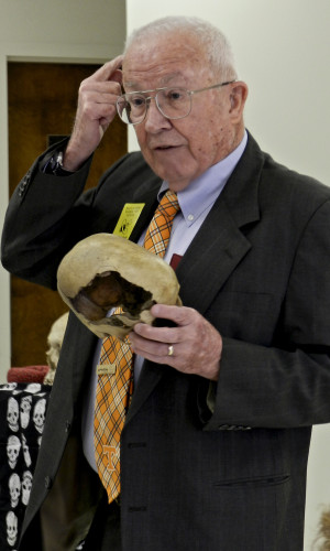 While presenting to fifth graders at Bass-Hoover Elementary School on Friday, anthropologist Dr. William Bass describes a signature fracture made by a tire iron. Rachel Mahoney/Daily