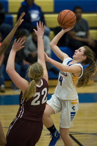 Central's Autumn Shelton puts up a running one-hand shot over Handley's Chloe Putnam during second quarter action Wednesday night in Woodstock.  Rich Cooley/Daily