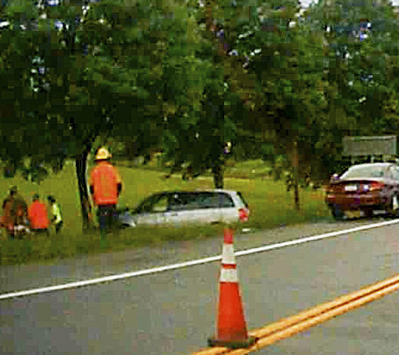 0618-car hit a tree