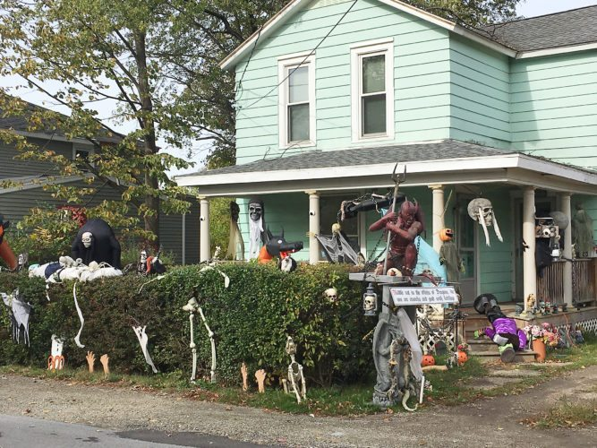 OBSERVER Photo by Greg Bacon This house on Douglas Street in Fredonia is ready for trick-or-treaters.