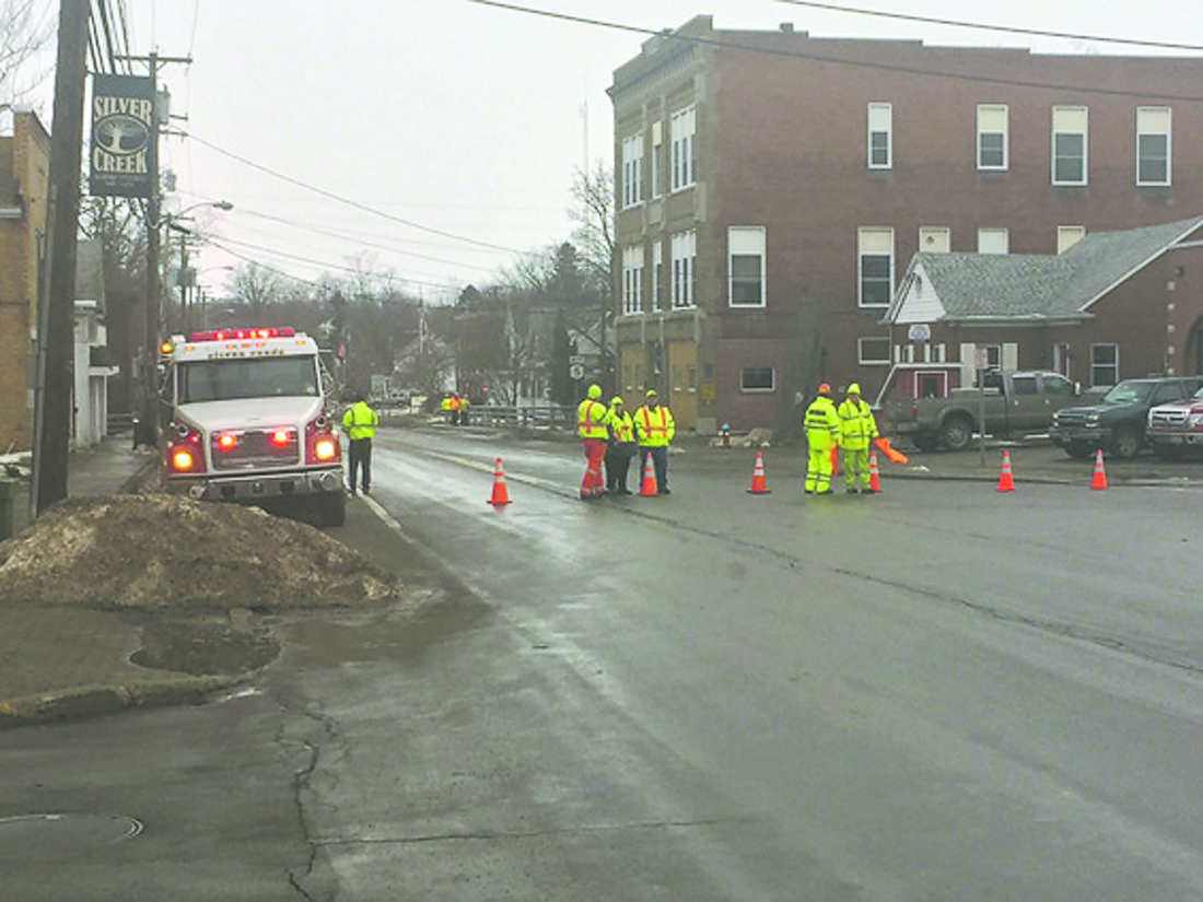 OBSERVER Photo by Jimmy McCarthy Emergency crews direct traffic away from a section of Main Street between Route 5 and Parkway Street due to ice jamming.