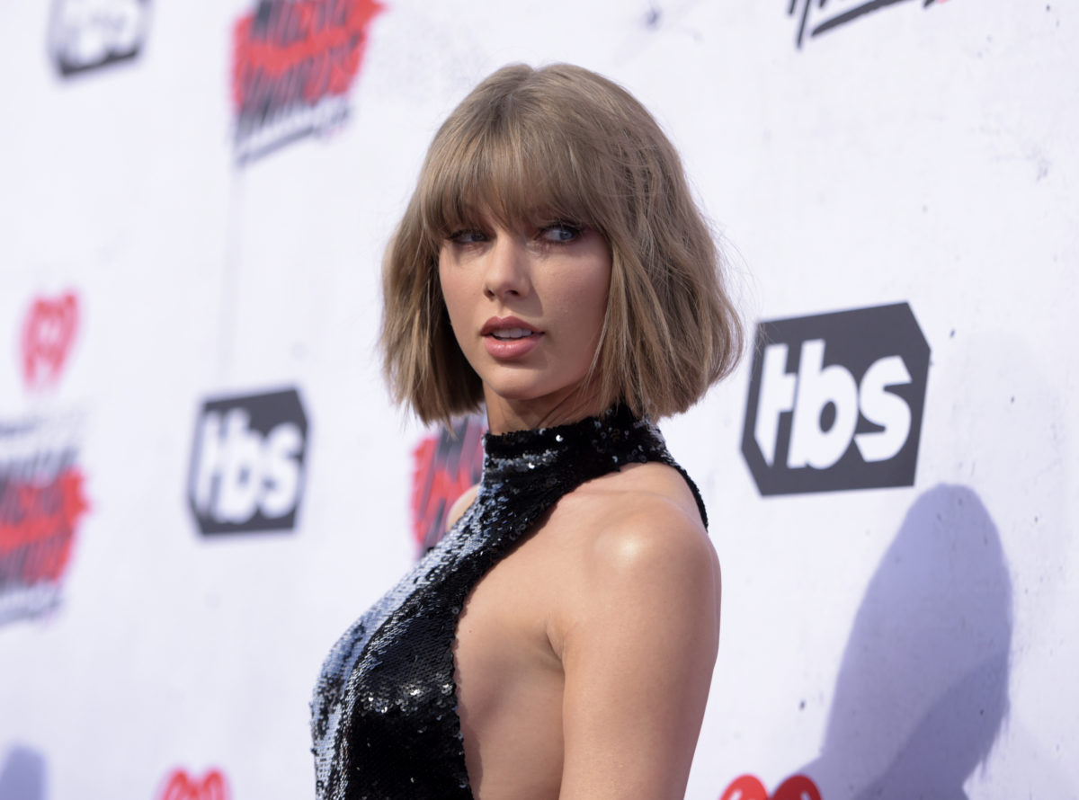 Taylor Swift gives surprise show at fan's wedding reception