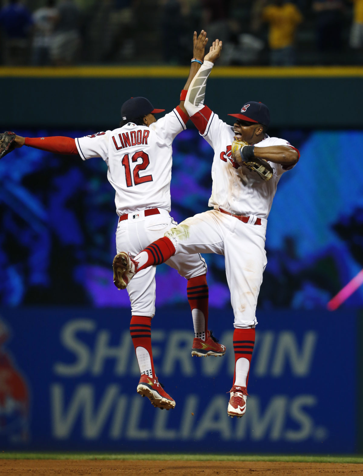 Tomlin struggles, Indians hand Twins 12th straight loss, 5-4