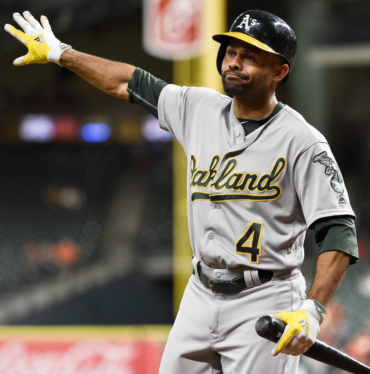 AP Source: Indians, Athletics agree to trade Coco Crisp