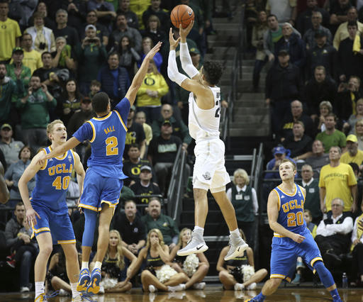 No. 21 Oregon upsets No. 2 UCLA on Brooks' 3-pointer