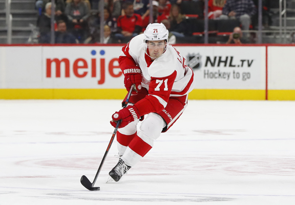 Detroit Red Wings back to losing ways after 3-1 home setback to Carolina
