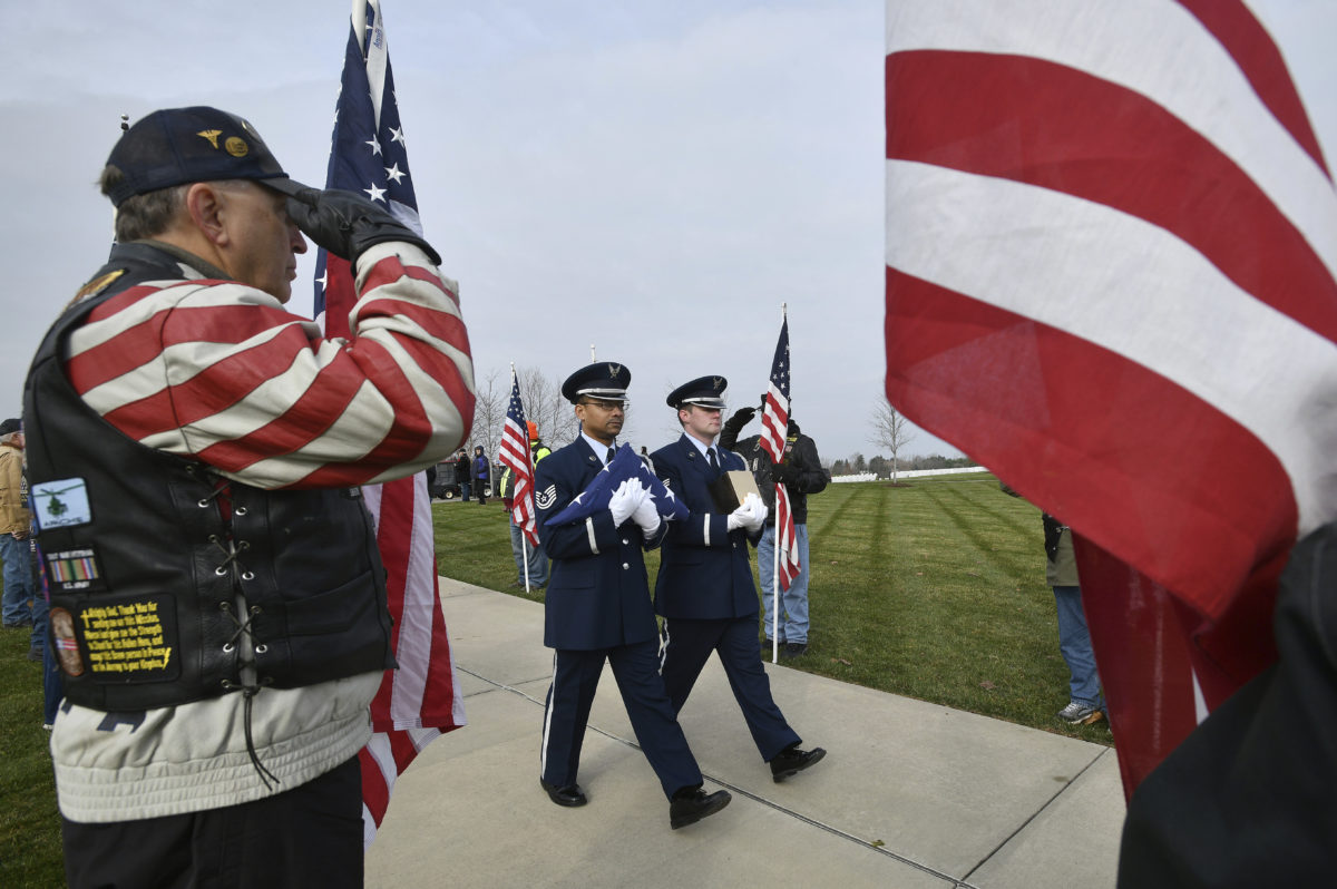 Service held for vets' cremains found at funeral home