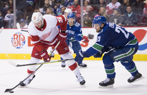 Detroit Red Wings blow lead at start of 3rd in 3-2 loss at Vancouver