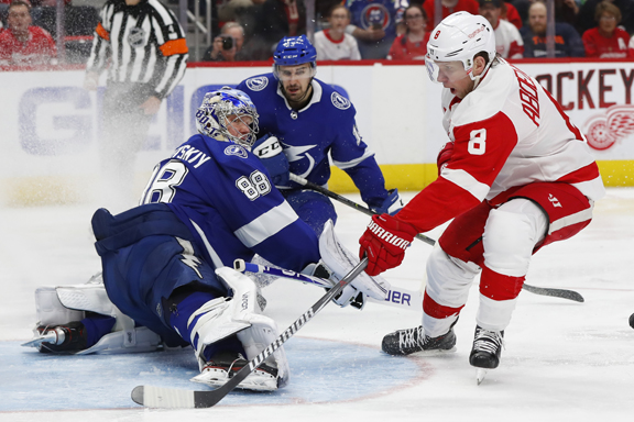 Tampa Bay Lightning rally from 3 goals down to defeat Detroit Red Wings 5-4