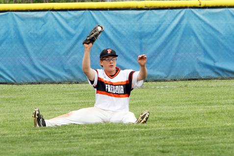 After making a diving catch, Fredonia left fielder Trey Swartz shows he has the ball in his glove during Wednesday's Section VI Class B2 championship game. P-J photo by Lisa Monacelli