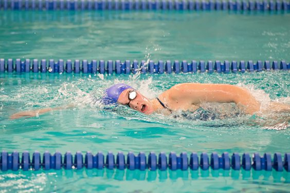 Panama's Izzy Bailey swims to a win in the 500-yard freestyle. Photo by Debbra Bailey.