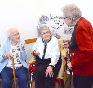 DeErla talks with her longtime friends, Helen McCoy of Leetonia (left) and Marilyn Wire of Columbiana. (Salem News photo by Patti Schaeffer)