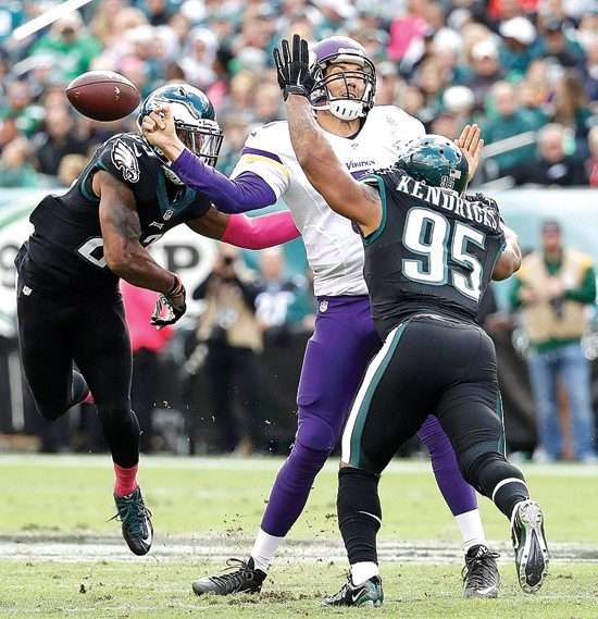 Minnesota Vikings' Sam Bradford, center, fumbles the ball against Philadelphia Eagles' Mychal Kendricks, right, and Rodney McLeod during the first half of an NFL football game, Sunday, Oct. 23, 2016, in Philadelphia. (AP Photo/Chris Szagola)