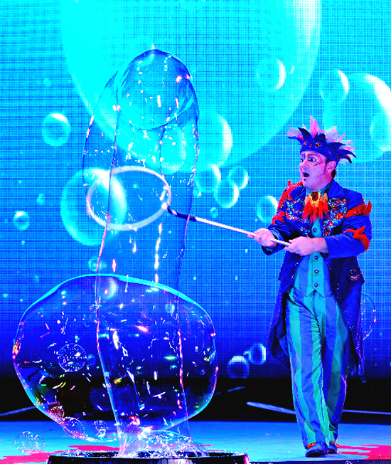 PHOTO PROVIDED The Weis Center will present B - The Underwater Bubble show 7 p.m. Nov. 29.