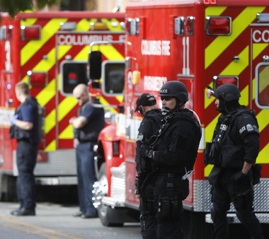 ASSOCIATED PRESS SWAT teams and police respond to reports of an active shooter on campus at Ohio State University Monday in Columbus, Ohio.