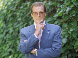 FILE - This is a April 22, 1996   file photo of veteran British actor Roger Moore, poses for a portrait,  in the Studio City section of Los Angeles.  Roger Moore's family said Tuesday May 23, 2017 that the  former James Bond star has died after a short battle with cancer ?(AP Photo/Chris Pizzello/ File)