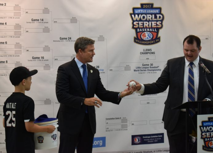 IOANNIS PASHAKIS/Sun-Gazette Frank Coonelly, president of the Pittsburgh Pirates, helped choose the game order for the Little League World Series with help from two Pittsburgh Little Leaguers.