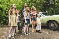 """This image released by Lionsgate shows, from left, Sadie Sink, Charlie Shotwell, Ella Anderson, foreground center, Woody Harrelson, Naomi Watts and Eden Grace Redfield in """"The Glass Castle."""" ( Jake Giles Netter/Lionsgate via AP)"""