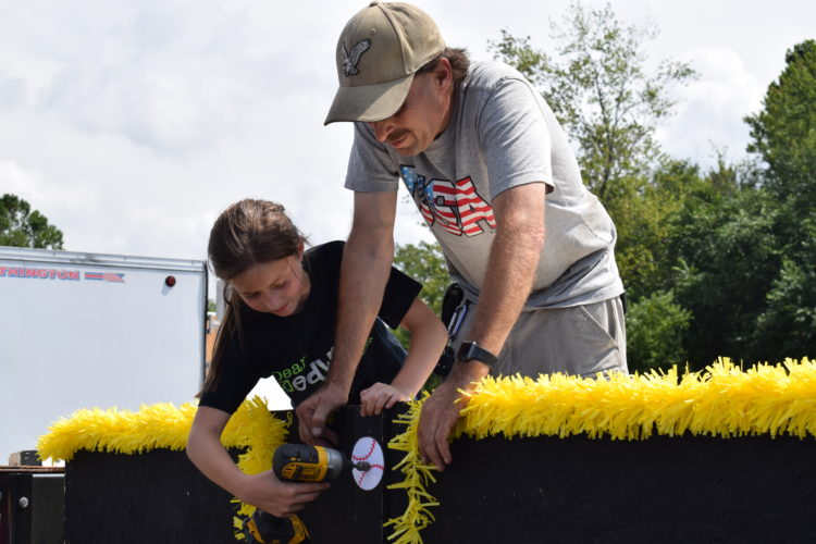 IOANNIS PASHAKIS/ Sun-Gazette Father Daryl Lewis and Daughter Lisa of Datman Productions assemble the walls of a Little League World Series float for the Grand Slam Parade.