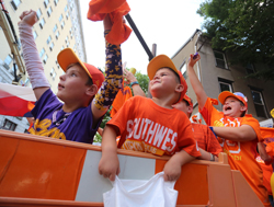 KAREN VIBERT-KENNEDY/Sun-Gazette Southwest fans and family from Lufkin, Texas, cheer on their team.
