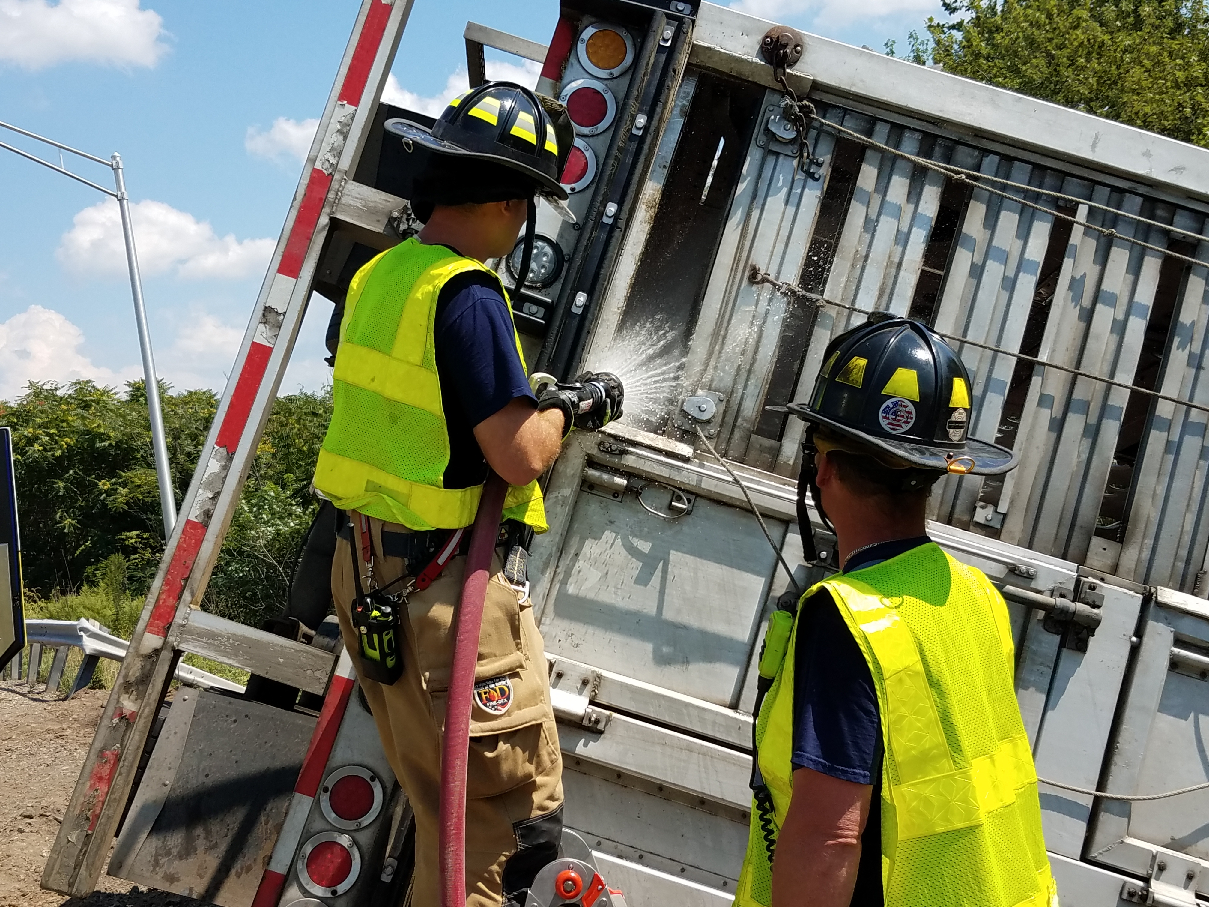 Truck with load of pigs overturns on Route 15 | News Sports Jobs - Williamsport Sun-Gazette & Truck with load of pigs overturns on Route 15 | News Sports Jobs ...