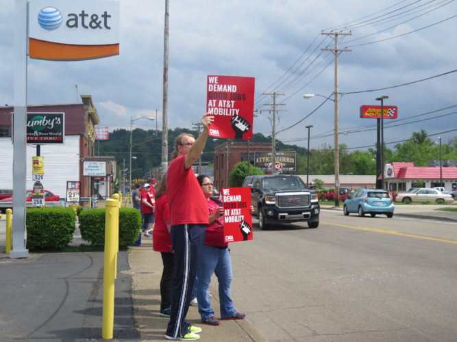 Photo by Joselyn King Local AT&T Mobility workers, members of Communication Workers of America Local 2006, picket outside the AT&T retail store in Elm Grove Friday.
