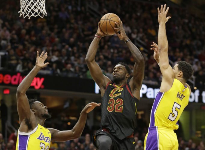 Cleveland Cavaliers' Jeff Green (32) drives to the basket against Los Angeles Lakers' Julius Randle (30) and Josh Hart (5) in the first half of an NBA basketball game, Thursday, Dec. 14, 2017, in Cleveland. (AP Photo/Tony Dejak)